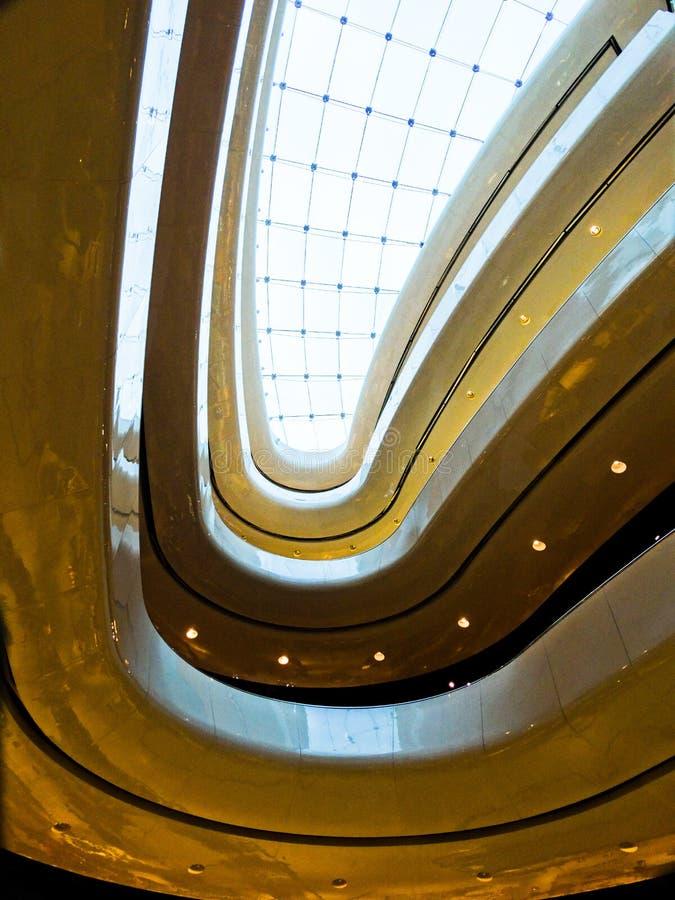 Architettura Lit per design moderno degli interni fotografia stock