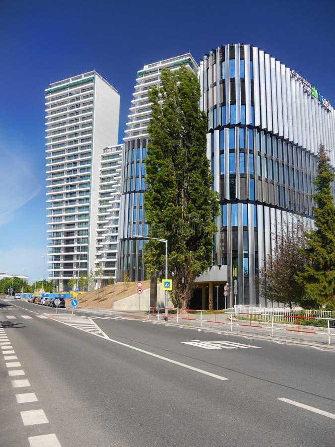 Architettura moderna, grattacieli delle costruzioni, Praga, Europa immagine stock