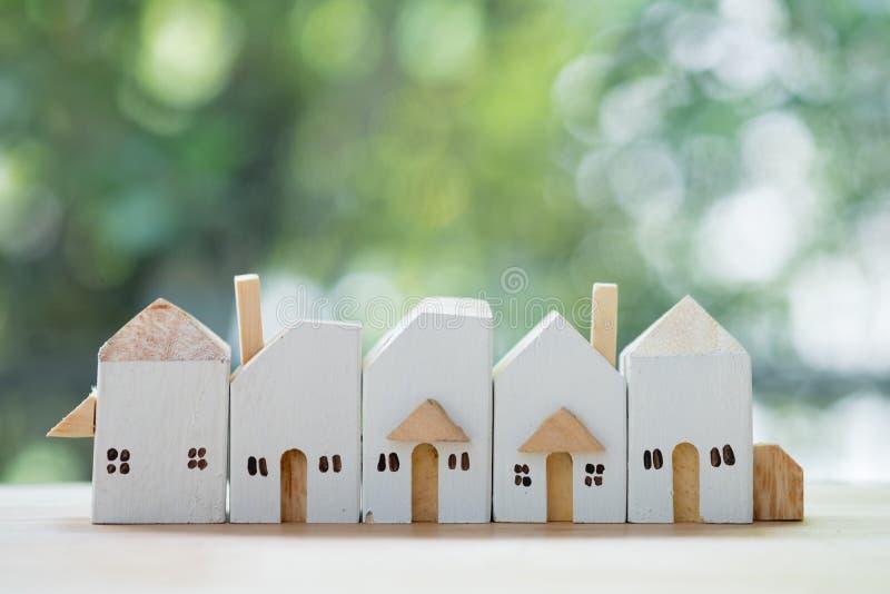 Architettura nella citt? Alloggiamento acquistabile Costruzione di nuovi edifici fotografie stock libere da diritti