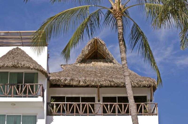 Architettura residenziale nei tropici fotografia stock libera da diritti