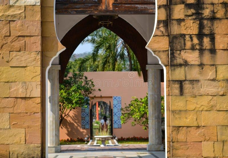 Architettura in stile marocchino in giardino botanico a Chiangmai, Thailandia immagini stock