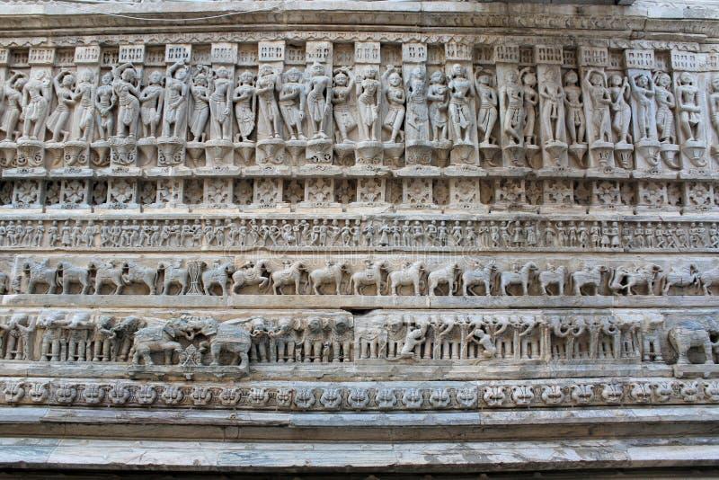 Architettura storica, pietra che scolpisce al tempio jagdish, udaipur Ragiastan, India fotografia stock