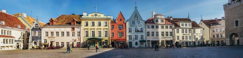 Architettura sul quadrato del comune a Tallinn, Estonia fotografia stock libera da diritti