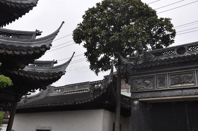 Architettura superiore del padiglione dal giardino di Yu sulla città di Shanghai fotografia stock