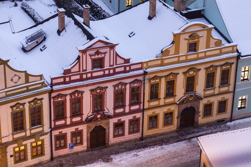 Architettura variopinta del quadrato principale in Hradec Kralove immagini stock