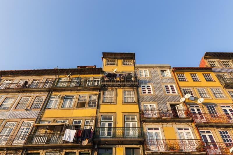 Architettura variopinta di Oporto immagine stock