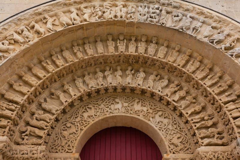 Archivolts in der Südtür von Kirche Aulnay de Saintonge lizenzfreie stockfotos