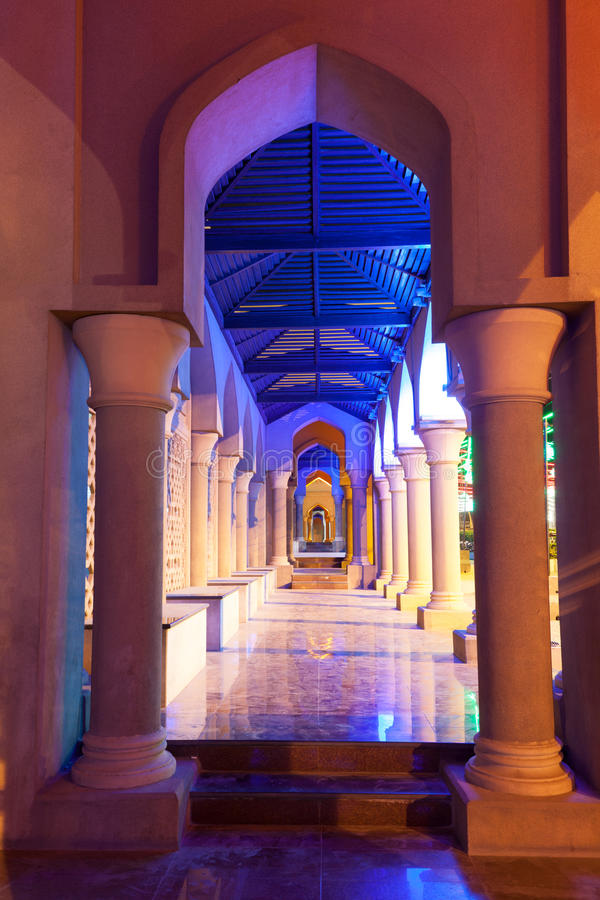 Download Archway Iluminado Na Noite Muscat, Oman Imagem de Stock - Imagem de noite, muscat: 65577515