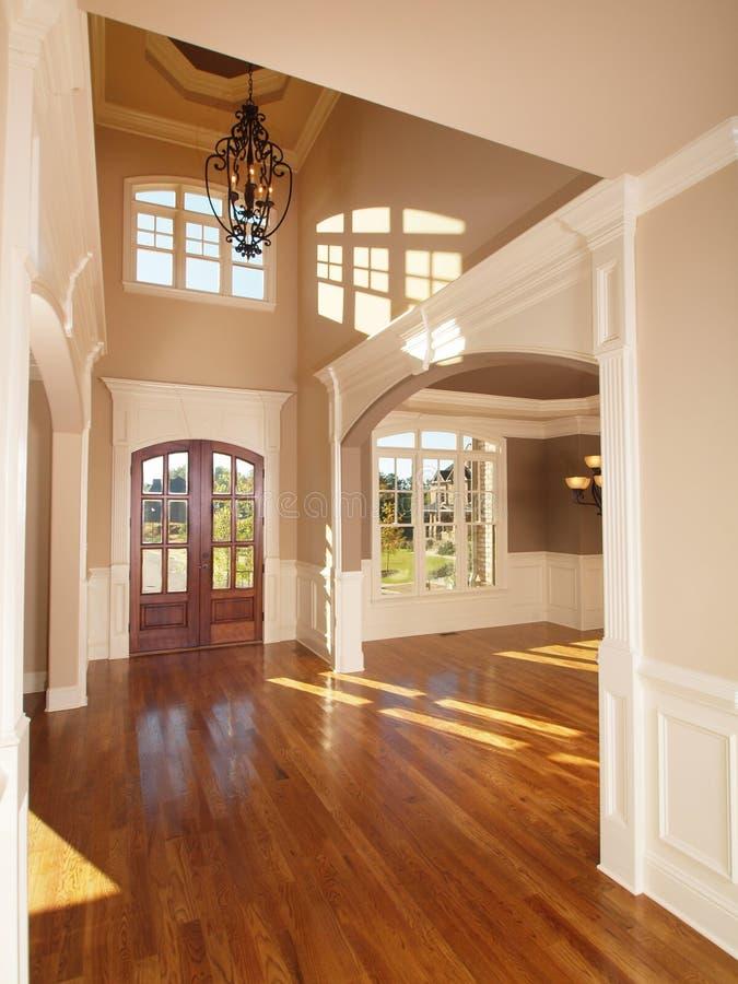 Archway interno domestico di lusso di modello dell'entrata di fronte fotografie stock libere da diritti