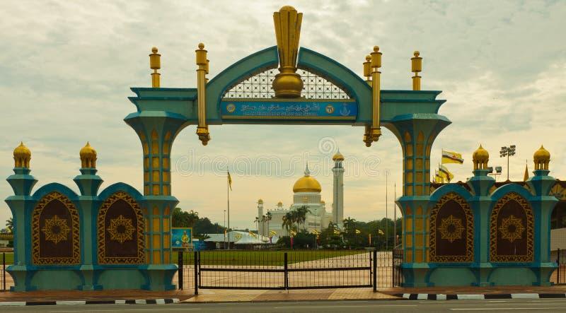 Archway with Sultan Omar Ali Saifuddin Mosque stock image