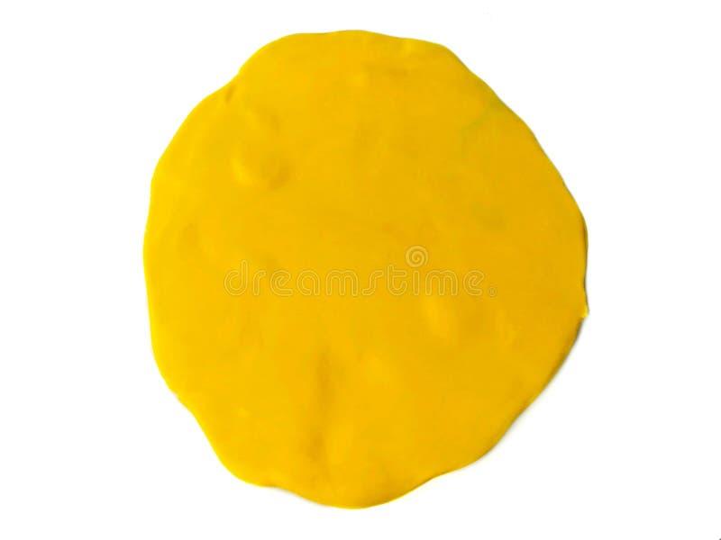 Arcilla amarilla del plasticine, pasta de la burbuja del discurso, forma abstracta, fondo blanco fotografía de archivo libre de regalías