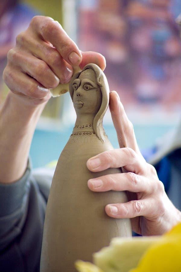 Arcilla de trabajo de la muñeca imagen de archivo