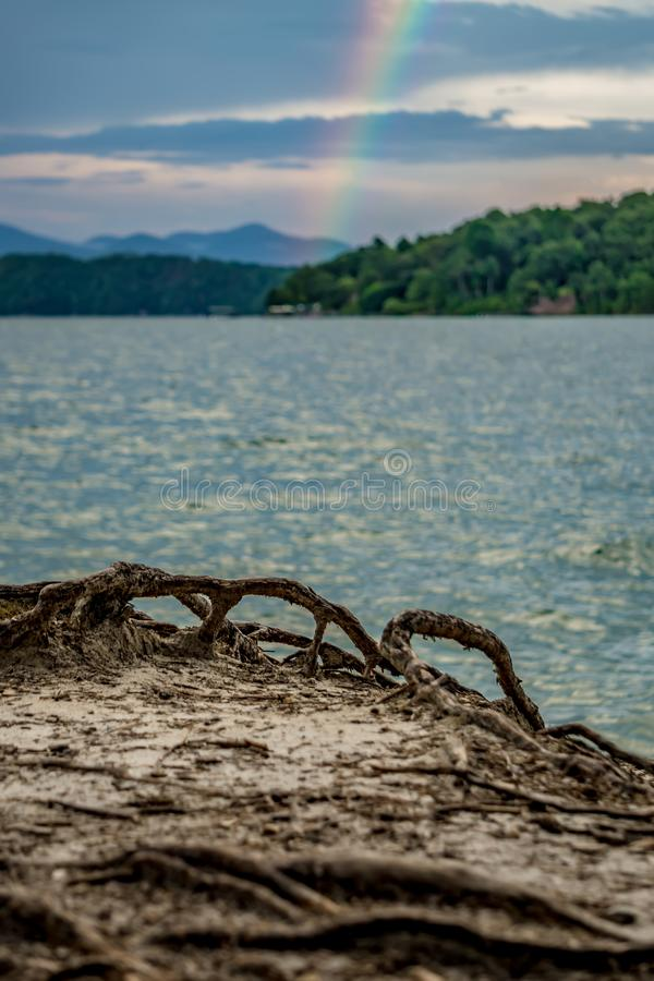 Arco-íris após o temporal no jocassee South Carolina do lago imagens de stock royalty free