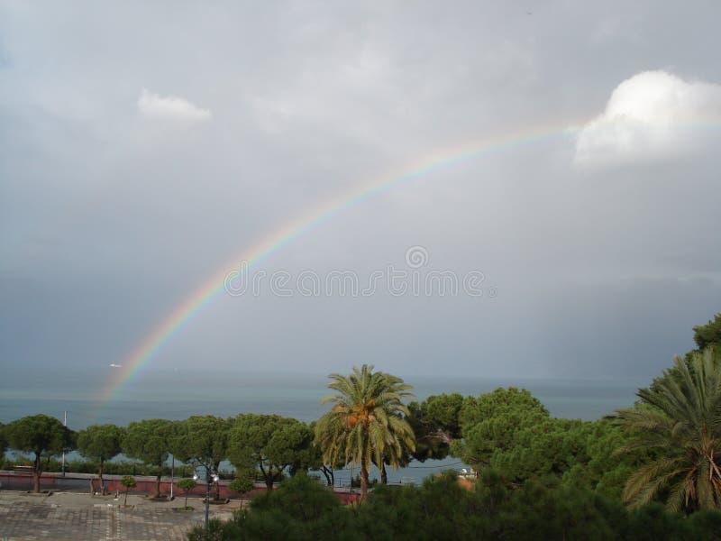 arco-íris após a tempestade foto de stock