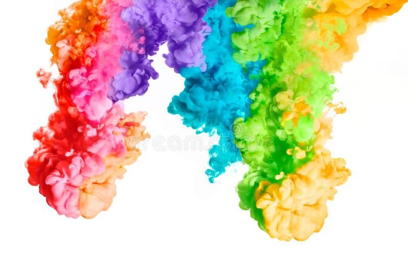 Arco-íris da tinta acrílica na água Explosão da cor foto de stock