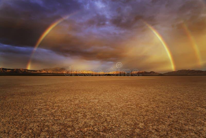 Arco-íris do deserto de Califórnia fotos de stock royalty free