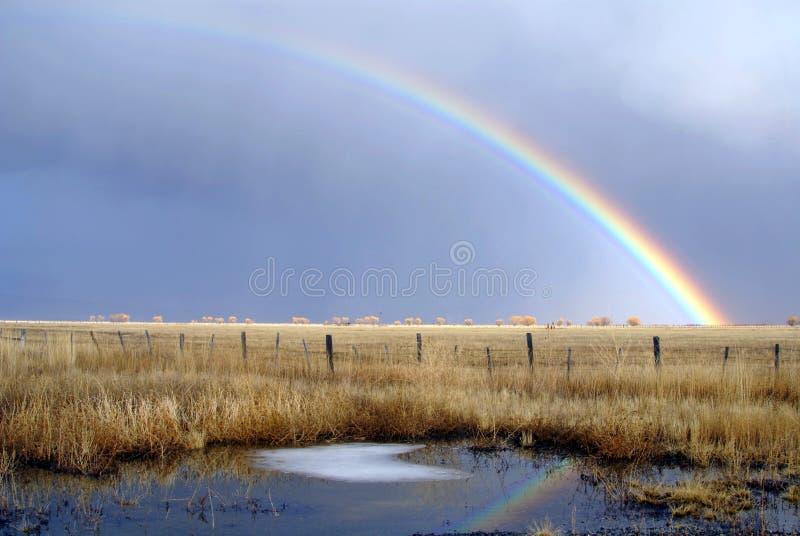 Arco-íris do vale do padeiro imagem de stock