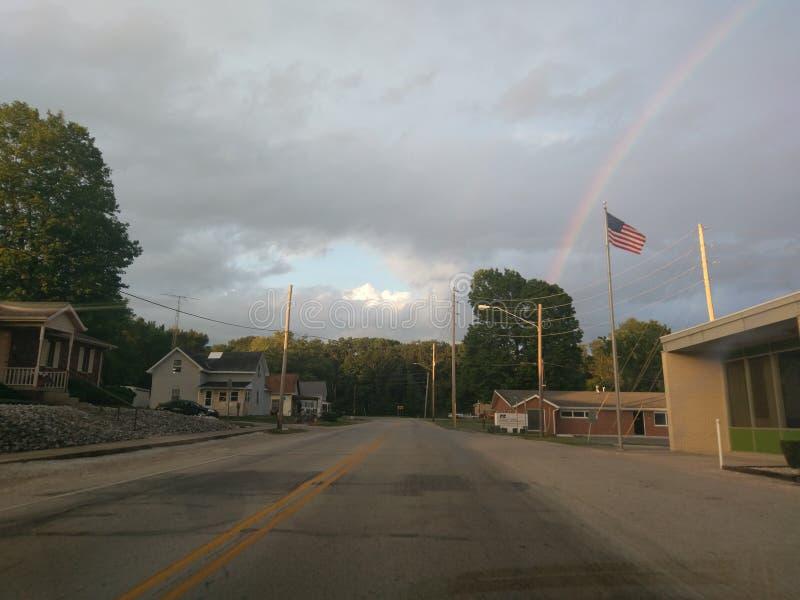 Arco-íris e bandeira americana fotografia de stock