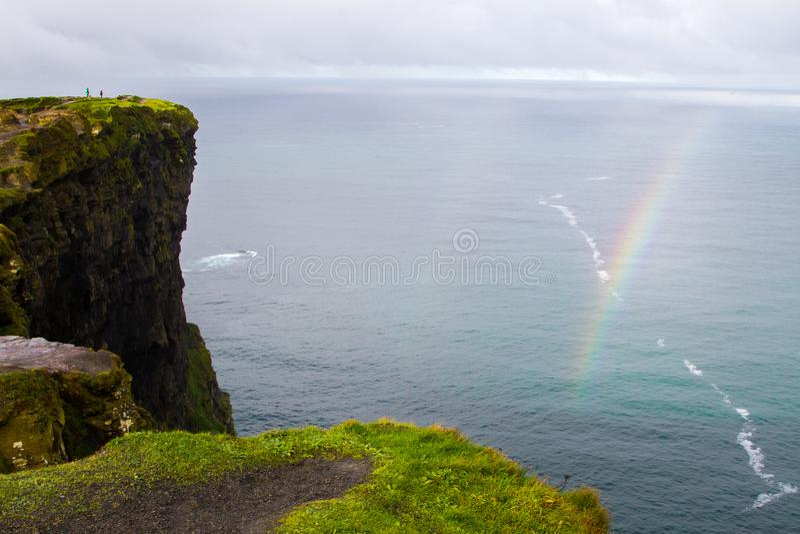 Arco-íris em penhascos de Moher fotografia de stock royalty free