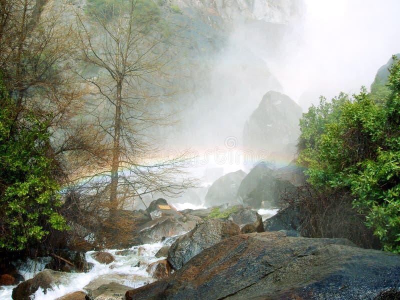 Arco-íris em quedas de Bridalveil fotografia de stock royalty free