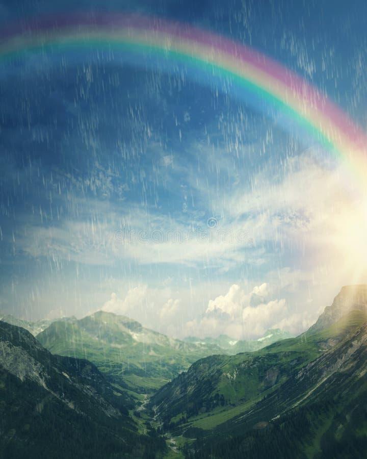 Arco-íris no dia chuvoso imagem de stock