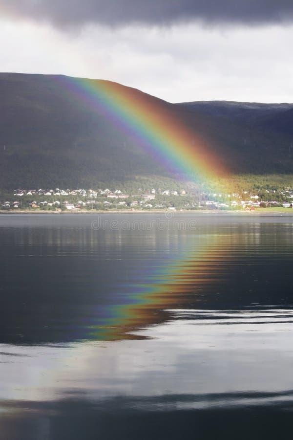 Arco-íris no fjord imagem de stock royalty free