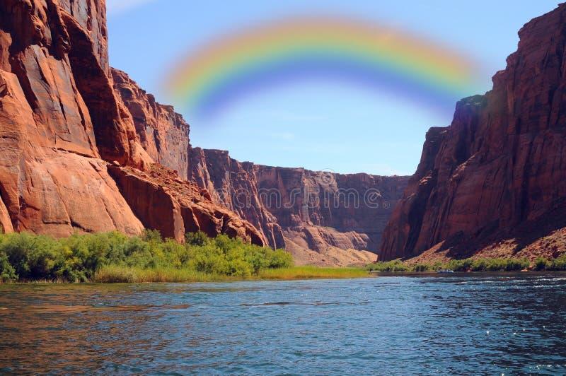 Arco-íris no rio de Colorado imagem de stock