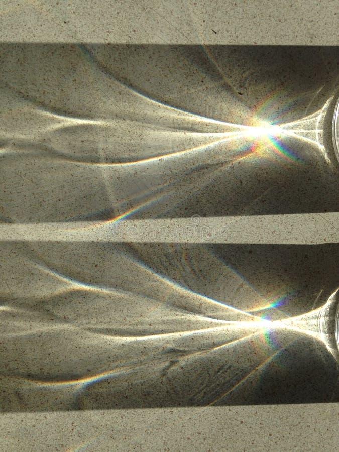 Arco-íris, o Sun& x27; raios de s, prisma, alargamento da lente fotografia de stock