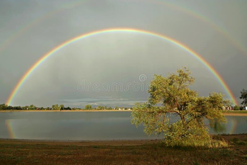 Arco-íris perfeito imagem de stock