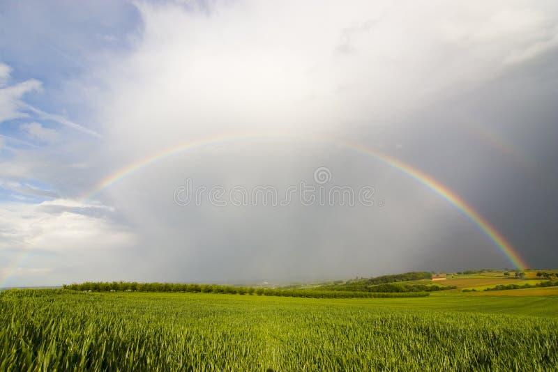 Arco-íris perfeito fotografia de stock