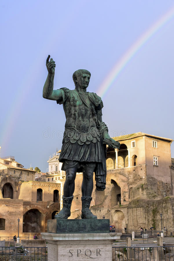 Arco-íris sobre o imperador imagens de stock royalty free