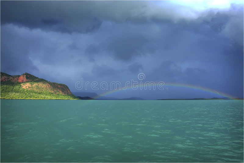 Arco-íris sobre o Kimberley imagens de stock royalty free