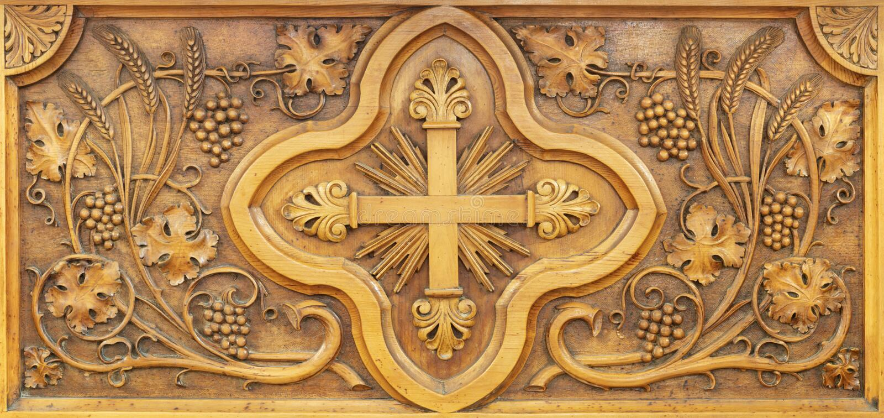 ARCO, ΙΤΑΛΊΑ - 8 ΙΟΥΝΊΟΥ 2018: Ο σκαλισμένος συμβολικός σταυρός με σταφύλια και σπίκλετ στην Ευαγγελική εκκλησία από άγνωστο καλλ στοκ φωτογραφία