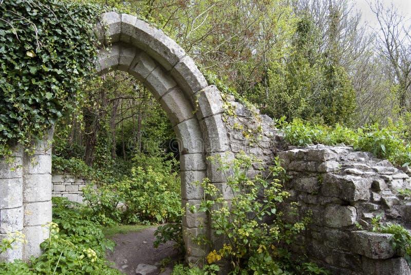 Arco antico in una sosta fotografia stock