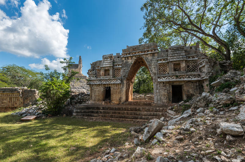 Arco antigo em ruínas maias de Labna, Iucatão, México imagens de stock