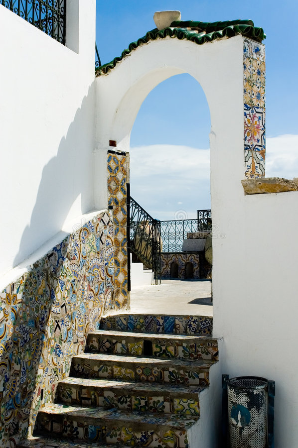 Arco arquitectónico árabe, Túnez fotografía de archivo libre de regalías