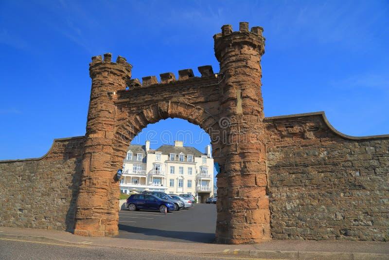 Arco arquitetónico na cidade de Sidmouth imagens de stock