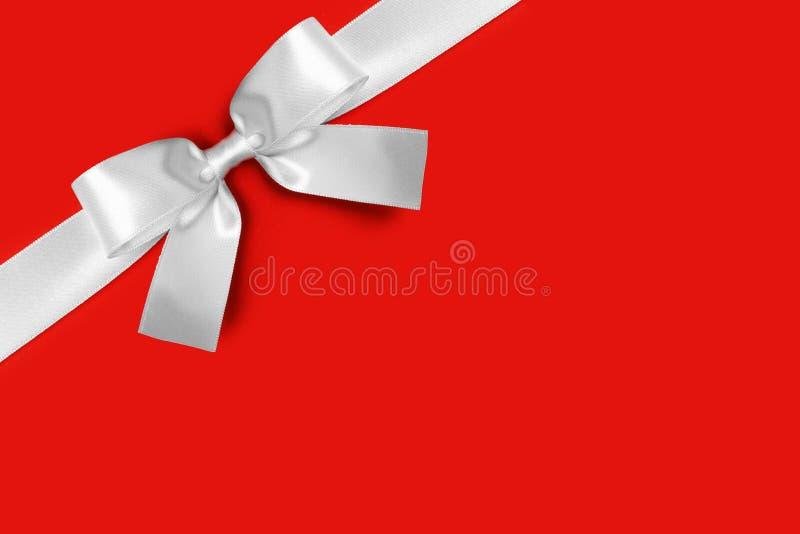 Arco blanco brillante de la cinta de satén imagen de archivo libre de regalías