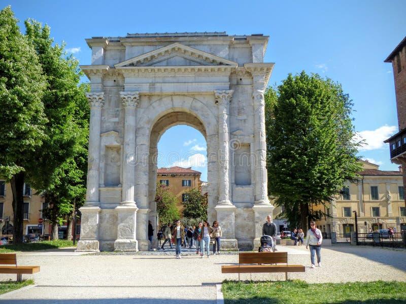 Arco branco romano de Gavi a Verona em Itália imagem de stock