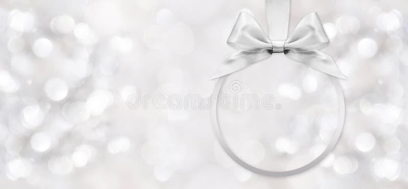 Arco brillante de plata de la cinta en fondo borroso imagen de archivo libre de regalías