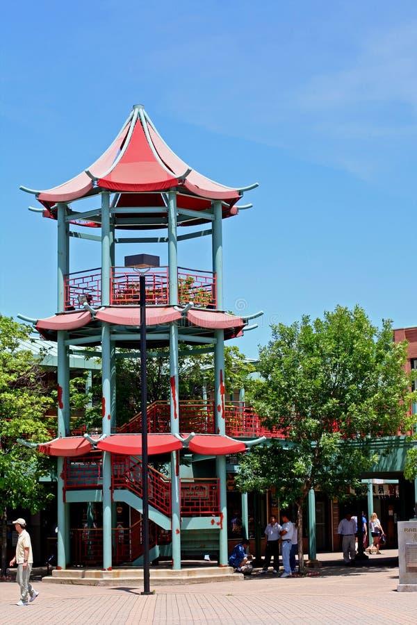 Arco cinese della torre a Chicago Chinatown fotografia stock