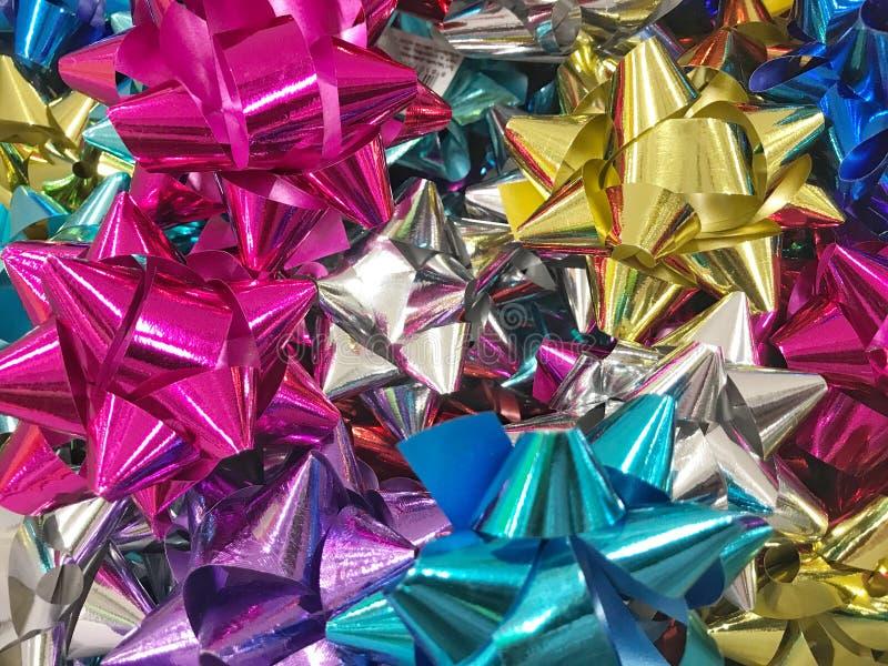 Arco colorido para las cajas de regalo con el concepto de felicidad, Año Nuevo, celebración, tarjetas del día de San Valentín, re fotografía de archivo