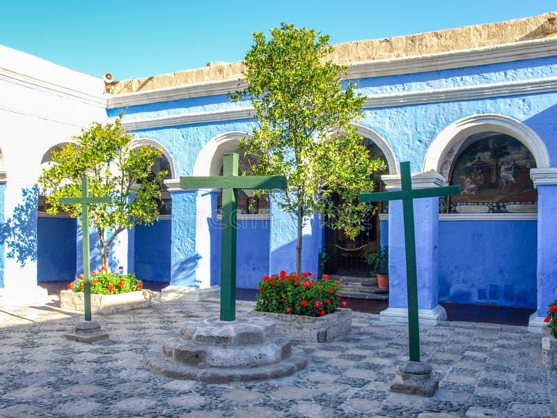 Arco con la facciata blu in monastero di Santa Catalina immagine stock libera da diritti