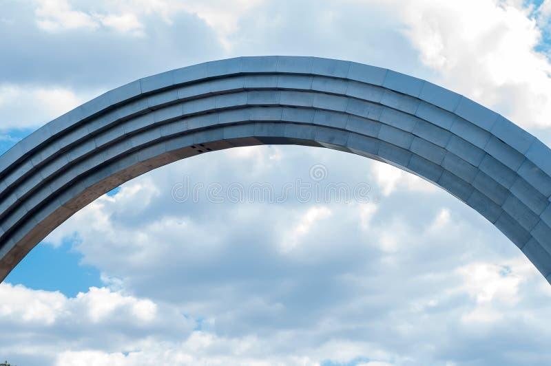 Arco conmemorativo de la amistad de la gente imagen de archivo