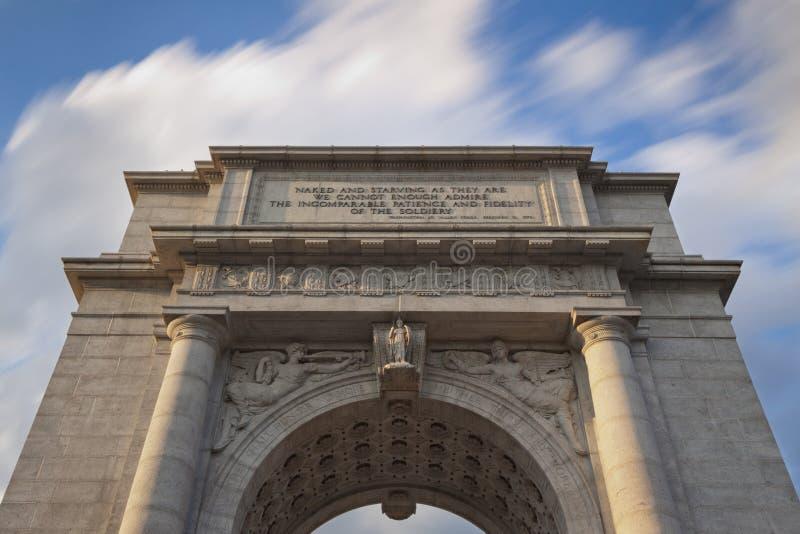 Arco conmemorativo en parque nacional de la fragua del valle fotografía de archivo