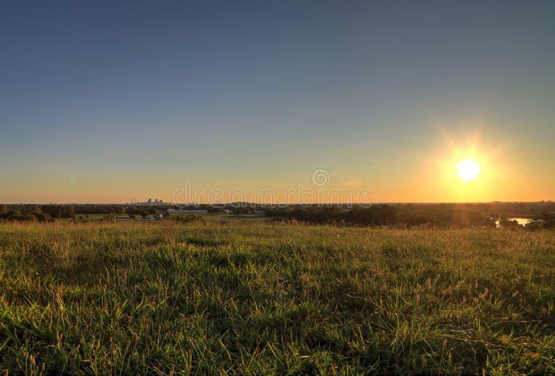 Arco da entrada e skyline de St Louis, Missouri fotografia de stock
