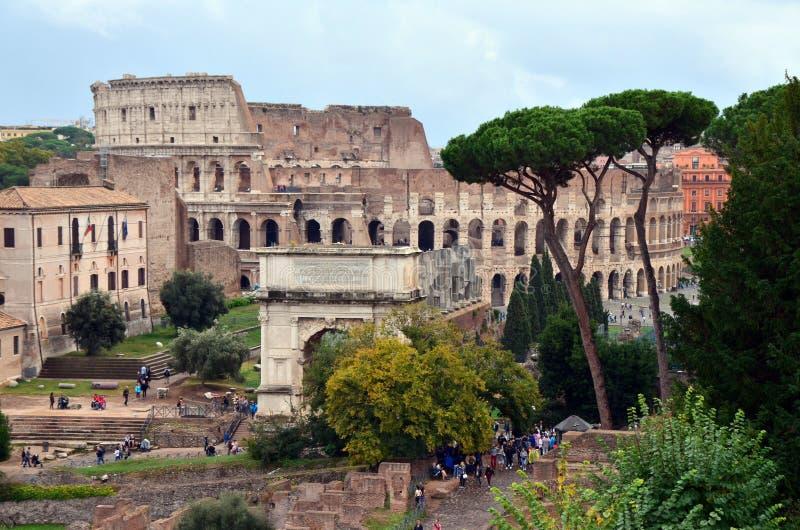 Arco da opinião de Constantim de Colosseum em Roma imagens de stock