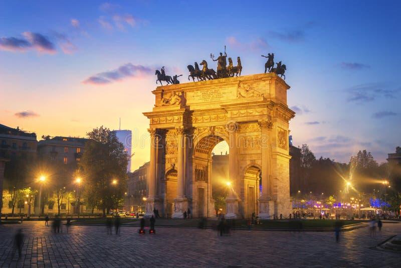 Arco da paz - Milão, Itália imagens de stock