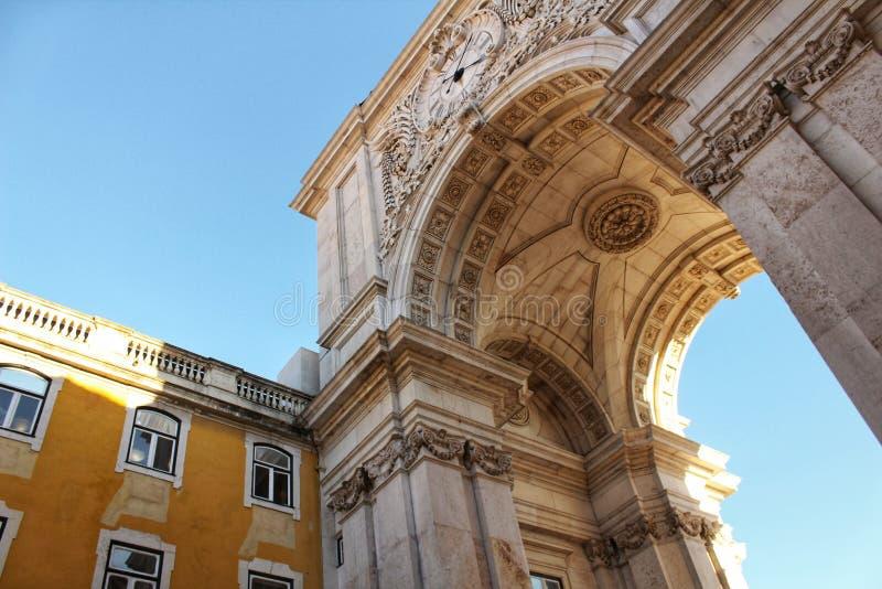Arco da Rua Augusta in Praça fa Comercio a Lisbona fotografia stock libera da diritti