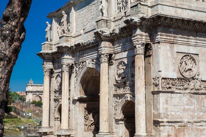 Arco de Constantina un arco triunfal en Roma, situado entre el Colosseum y la colina de Palatine fotos de archivo libres de regalías